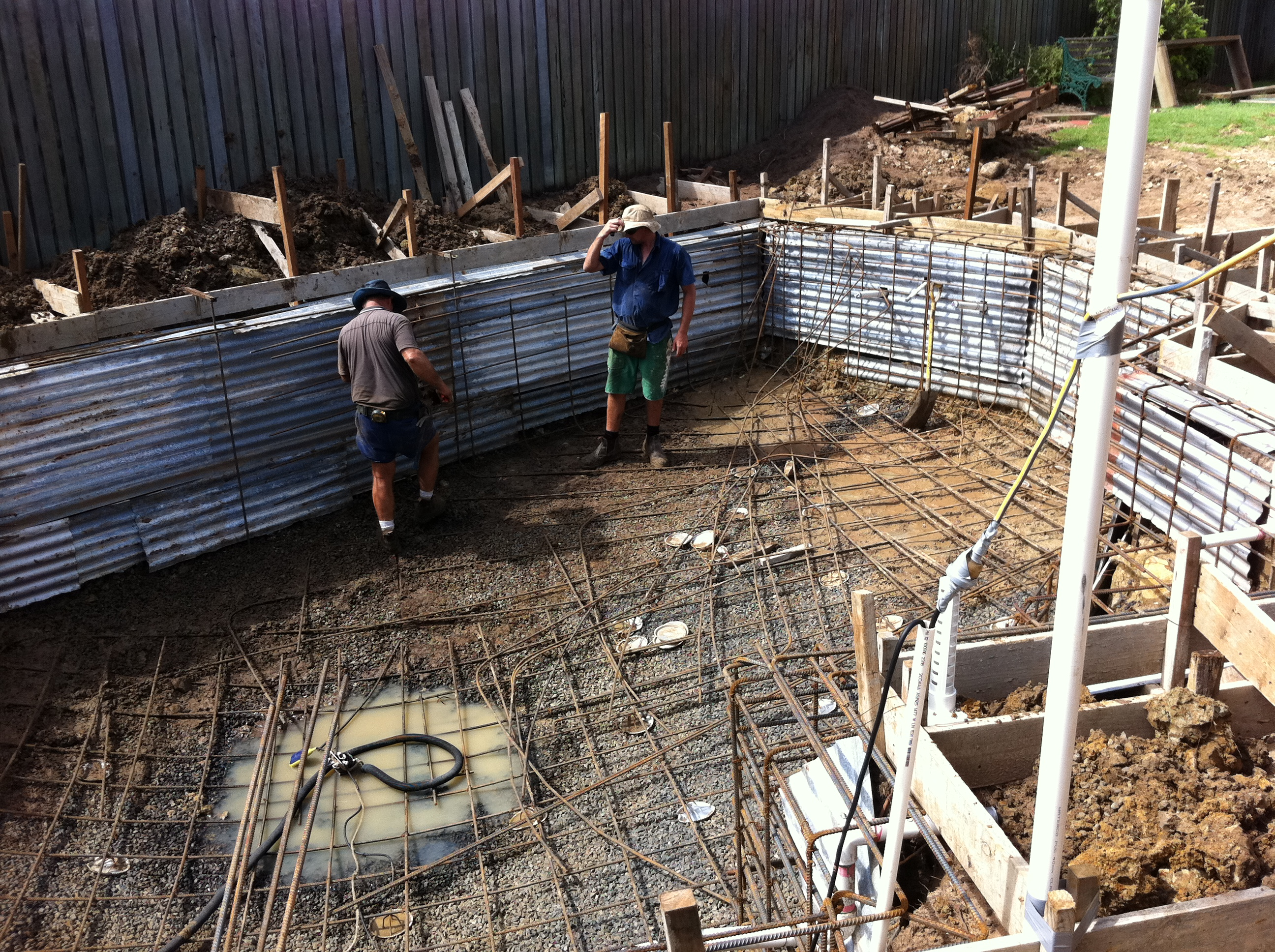 Pool construction walls collapse bundaberg lifestyle for Pool construction